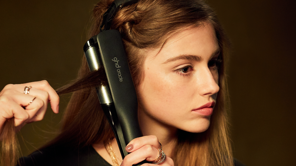 ghd Oracle Curler Model Straight Action Shot 2019